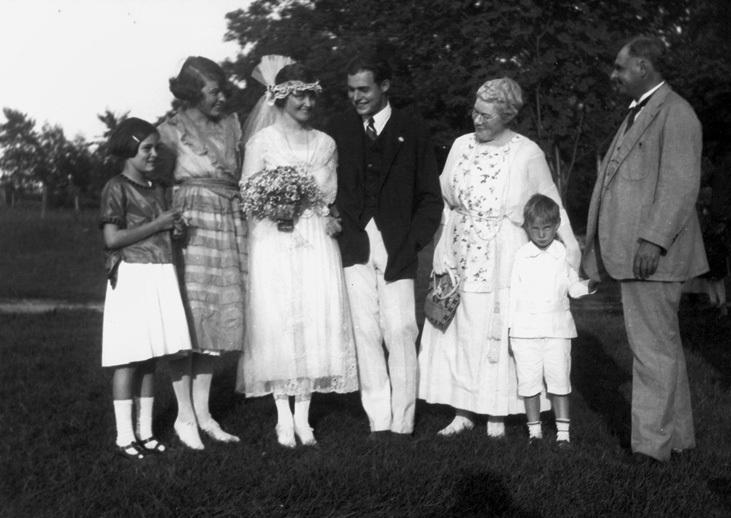 Ernest-Hemingway-ve-Elizabeth-Hadley-Richardson-evlilik-gunu-1921