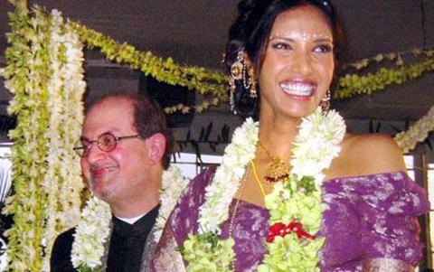 Salman-Rushdie-ve-Padma-Lakshmi-evlilik-gunu-2004