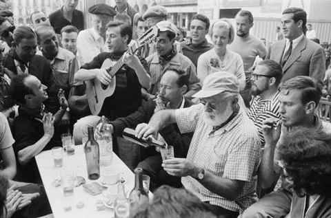 Ernest-Hemingway,Plaza-del-Castillo-temmuz-1959