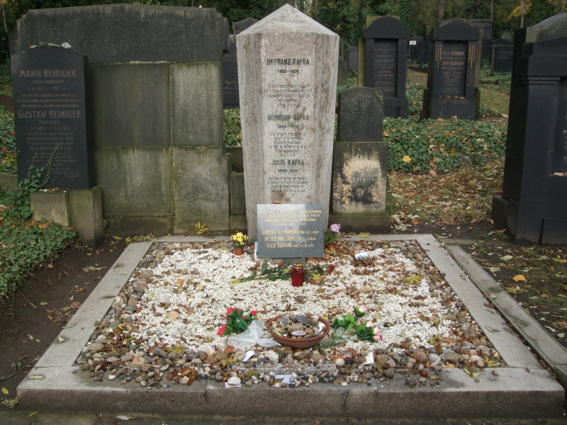 franz_kafka_grave_The-New-Jewish-Cemetery-Prague