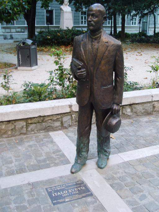 italo-svevo-heykeli