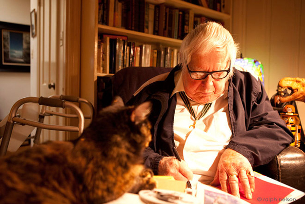 Ray-Bradbury-and-cat-2