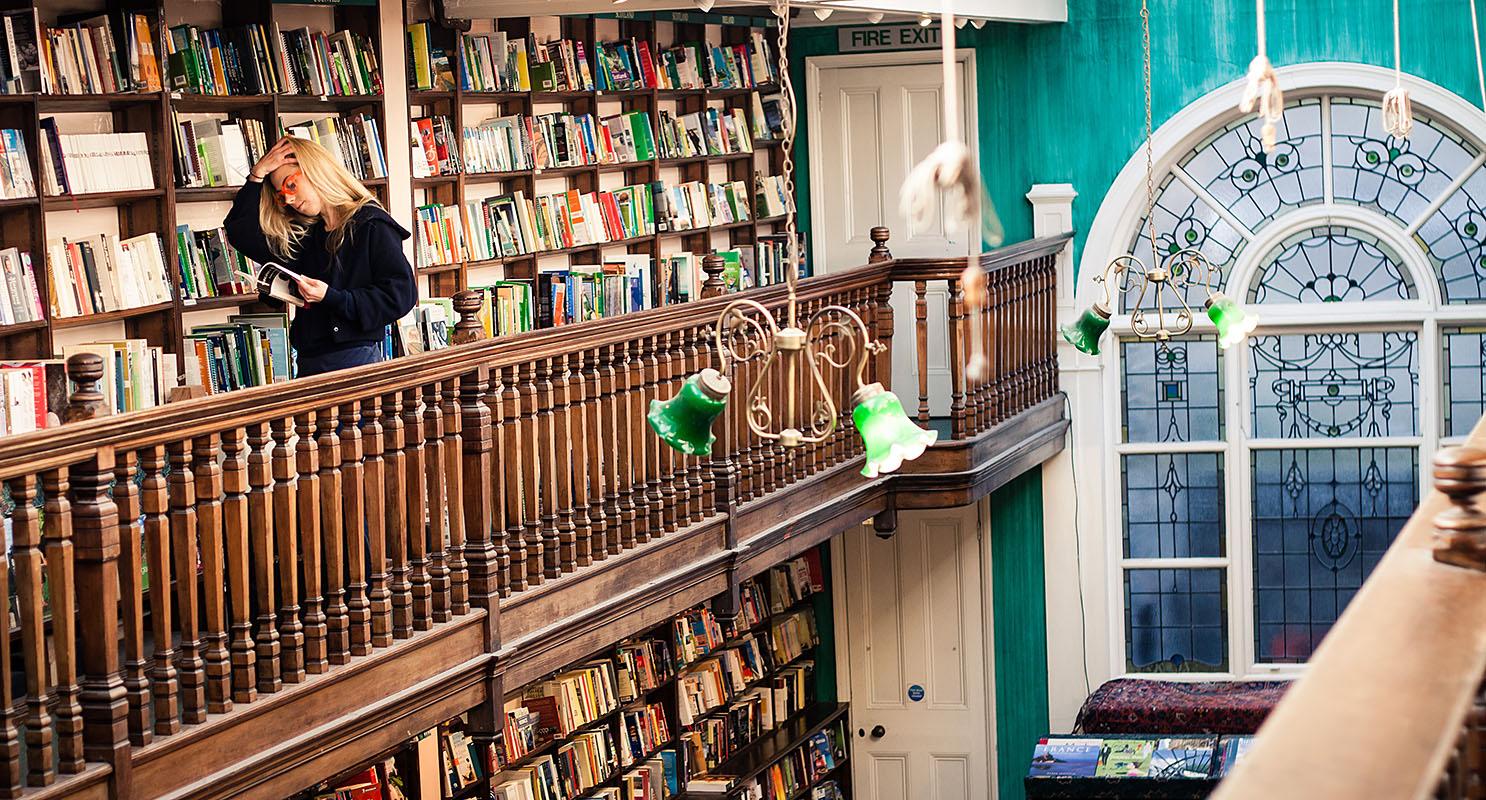 Daunt-Books-london-kitapci-5