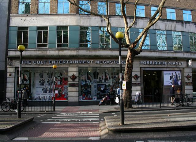 Forbidden-Planet-bookstore-london_3