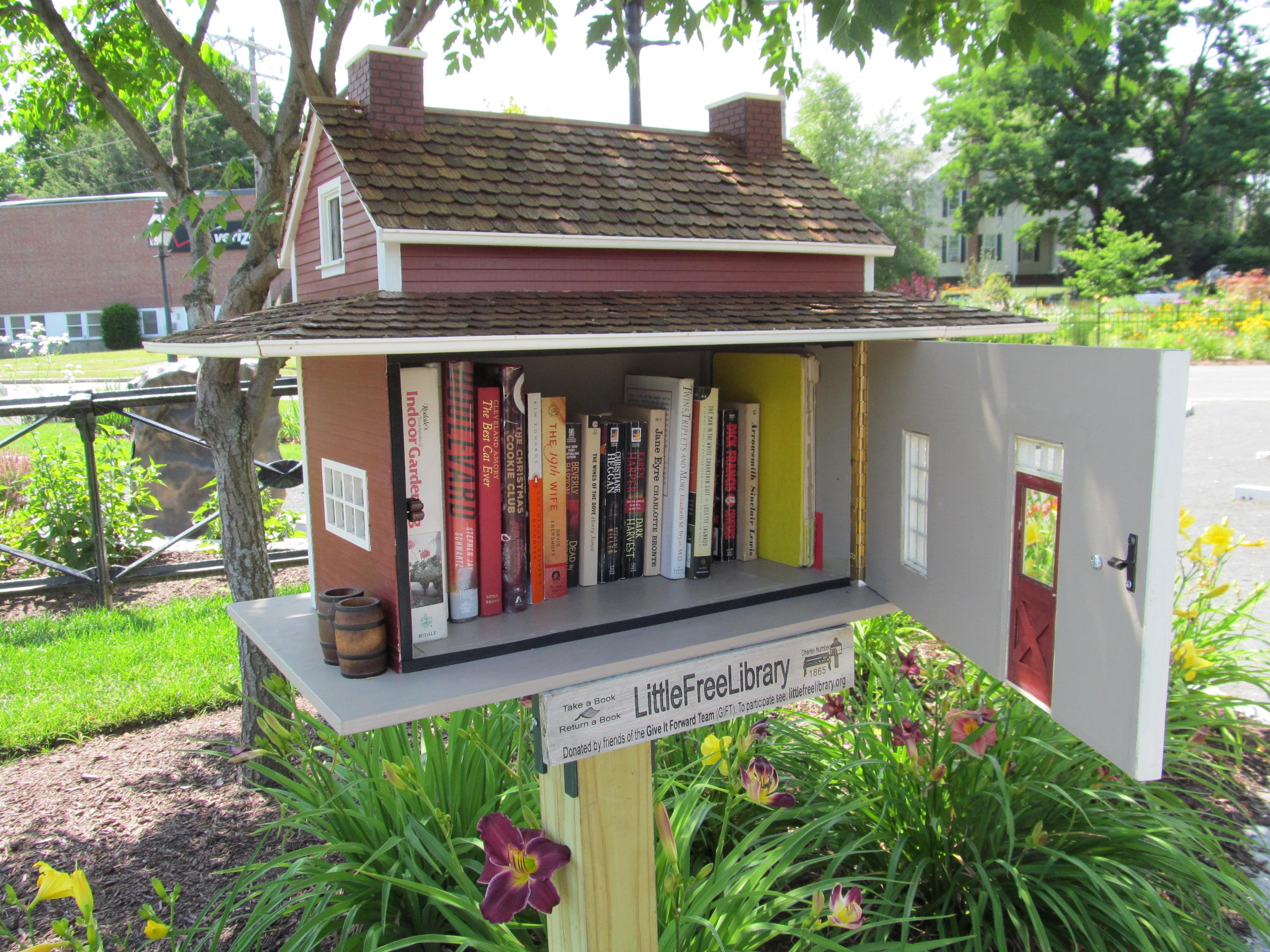 ev-tasarimli-sokak-kutuphanesi-Little-Free-library-25