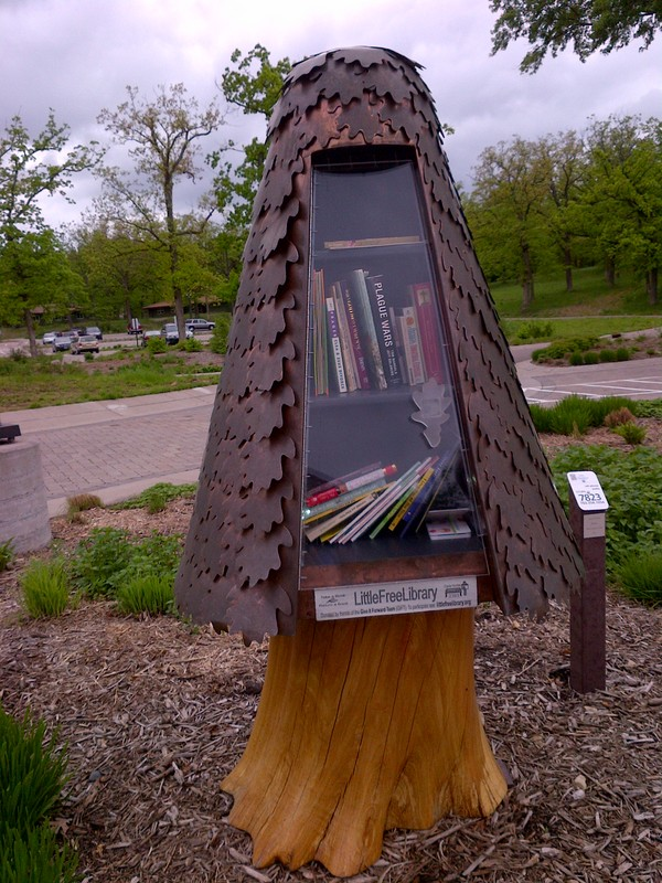 kucuk_kutuphane-Silverwood-Park-little-free-library