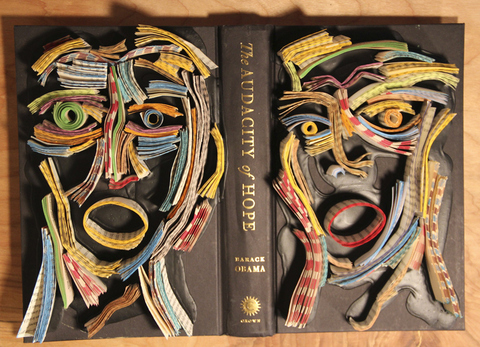 Bir heykeltraşin kitaptan heykelleri