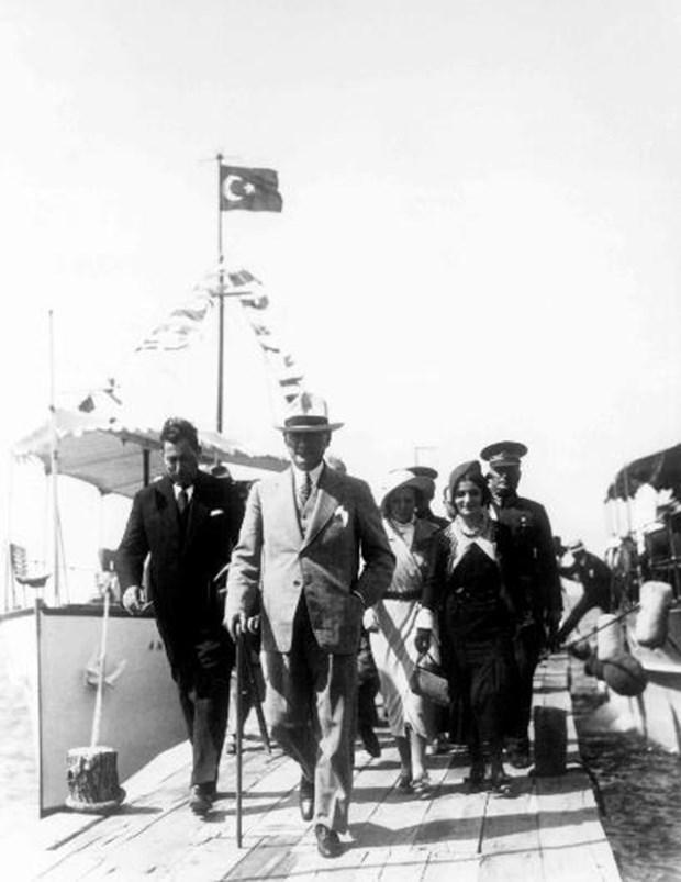 Mustafa-Kemal-Atatuk-un-bilinmeyen-fotografi-15 - Kopya