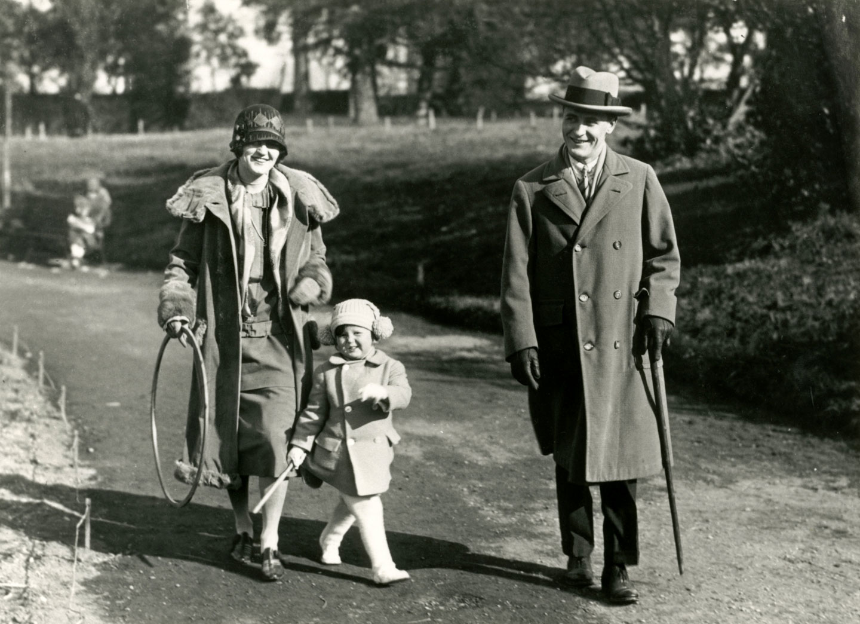 f-scott-fitzgerald-zelda-sayre-fitzgerald-ve-kizi-scottie-fitzgerald-1924-2